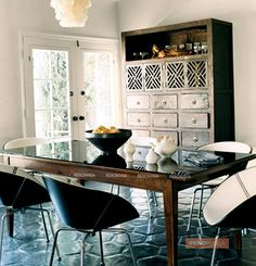best classic interior home design: Modern mix L. Beautiful Interior Design, Classic Interior, Interior Design Inspiration, Interior Ideas, Chandeliers, Shell Chandelier, Contemporary Chairs, Modern Chairs, Rustic Contemporary