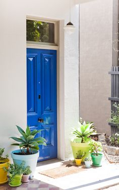 Love the blue door! I was always a fan of red doors but I think I like this better :)