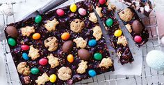 Recruit hand little helpers to make this fudgy chocolate slice loaded with delicious treats for extra crunch. Chocolate Slice, Mini Chocolate Chips, Easy Desserts, Dessert Recipes, Dessert Bars, No Bake Slices, Cake Slices, Chocolate Chip Biscuits, Peppermint Slice