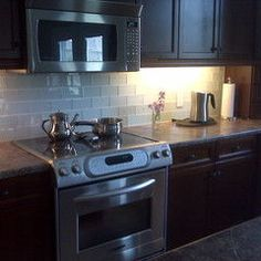 Glass Subway Tile Backsplash. Metro FliesenGlaeserne ...
