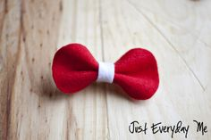 Felt hairbow tutorial - made a few of these out of felt scraps I had on hand.  Really wish I had some red felt.  Super cute and easy!!