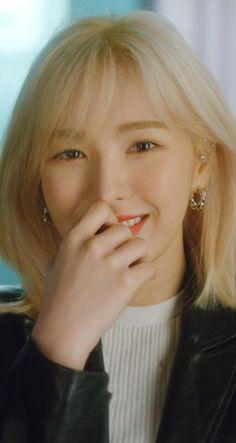 Why are you so pretty! I don't need another crush! Exo Red Velvet, Wendy Red Velvet, Red Velvet Irene, Kpop Girl Groups, Kpop Girls, Asian Music Awards, Red Valvet, Dream Hair, Celebs