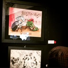 Here's a really crappy shot of my Schroeder/Shredder piece at Meltdown Comics last night. See the little red dot next to it? No that's not the Predator. It means it SOLD! Woo hoo! I don't know who bought it but she obviously has great taste! Thanks to all who came out last night! #meltdowncomics #peanutgallery #peanuts #charliebrown #snoopy #tmnt #shredder #teenagemutantninjaturtles #ninjaturtles #humor #funny #joke #comics #art #sketch #comicbook #nerd #geek #geeklife #jokeoftheday…