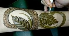 Wow so beautiful Arabic Bridal Mehndi Designs, Khafif Mehndi Design, Rose Mehndi Designs, Modern Mehndi Designs, Mehndi Design Pictures, Dulhan Mehndi Designs, Beautiful Mehndi Design, Latest Mehndi Designs, Henna Tattoo Designs