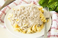 Hamburger Stroganoff ~ An easy weeknight supper of Ground Beef Stroganoff will put smiles on the whole family's faces including Mom's! Hamburger Stroganoff, Ground Beef Stroganoff, Stroganoff Recipe, Ground Beef Recipes For Dinner, Instant Pot Dinner Recipes, Casserole Dishes, Casserole Recipes, Fun Cooking, Cooking Recipes