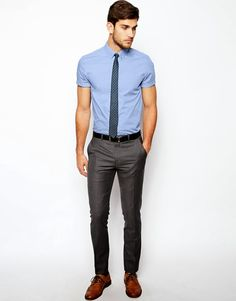 How To Wear A Short-Sleeve Oxford Shirt (Without Looking Like Dwight Schrute) Mode Masculine, Moda Men, Moda Blog, Look Man, Moda Casual, Men Formal, Mens Fashion Shoes, Mode Style, Style Men