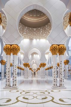 Sheikh Zayed Grand Mosque, Abu Dhabi, United Arab Emirates - Photography by Mohamed El Barkani Mosque Architecture, Ancient Greek Architecture, Religious Architecture, Beautiful Architecture, Gothic Architecture, Abu Dhabi, Islamic Wallpaper Hd, Mecca Wallpaper, Hd Wallpaper