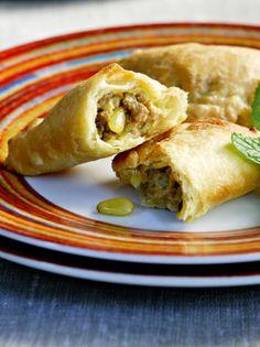 KREATOPITAKIA-ME-TYRI-KAI-AROMATIKA Spanakopita, Types Of Food, Tapas, Appetizers, Ethnic Recipes, Greek, Pizza, Author, Magazine