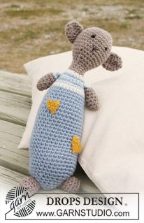 "Crochet DROPS teddy bear in ""Merino Extra Fine"" with hearts in ""Fabel"". ~ DROPS Design"
