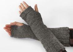 Ravelry: pulsvarmere pattern by femina Ravelry, Zara Outfit, Fingerless Mitts, Drops Design, Hand Warmers, Baby Alpaca, Mittens, Needlework, Knitting Patterns