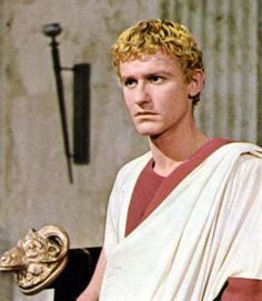 "Roddy McDowall composed a characterization of Octavius​​, sick, ambitious, obsessive and decisive, but very plausible, in the masterpiece of Joseph L. Mankiewicz, ""CLEOPATRA"" (1962). Many critics have considered his performance was inspired by the interpretation made by Anthony Perkins as the psychopath Norman Bates in Alfred Hitchcock's masterpiece ""PSYCHO"" (1960)."