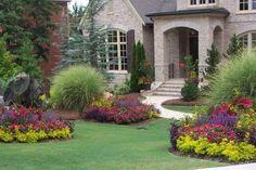 Arredare un giardino - Aiuole colorate