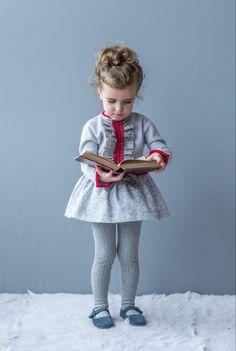 """Vestido punto gris y talle bajo, con falda adamascada en tonos grises a juego. Nueva Colección """"DOLCE PETIT"""" Otoño/ Invierno 2016/17. Distribuidor..."""