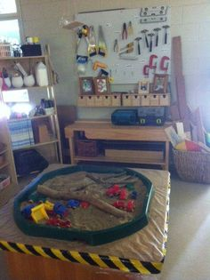 Inspires building and creating for all children. Love the tools and wood scraps the sand pit and go n structure site tape. Construction Area Ideas, Construction Area Early Years, Construction Safety, Dramatic Play Area, Dramatic Play Centers, Preschool Rooms, Preschool Activities, Reggio Emilia, Classroom Design