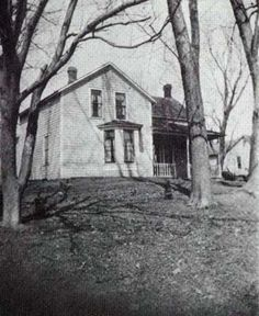 Burr Oak, Iowa house, birth place of Grace Ingalls (Laura Ingalls Wilder's little sister). My father also lived in Burr Oak, IA while his father pastored there. Laura Ingalls Wilder, Old Pictures, Old Photos, Vintage Photos, Iowa, Ingalls Family, Old West, Little Houses, American History