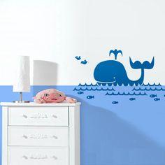 Machen Sie mit diesem niedlichen Kinderzimmer Wandtattoo die Räume Ihrer Kleinen zur spannenden Unterwasserwelt. Fröhlich und dekorativ ist dieser kleine Wal das perfekte Kinderzimmmer Wandtattoo....