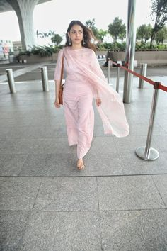 While we love cool, edgy fashion sometimes, we also veer towards regal and royal extravaganza at given opportunities, but the truth is a comfy palazzo s. Indian Wedding Outfits, Indian Outfits, Kurta Designs Women, Churidar Designs, Casual Indian Fashion, Indian Designer Suits, Kurti Designs Party Wear, Saree Look, Stylish Girl Pic