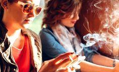 Nikotin ist jene Substanz im Tabak und in Liquids, die süchtig macht. Auch weiss man, dass Nikotin einen bestehenden Krebs verschlimmern und zur Rückkehr eines bereits zurückgedrängten Krebses beitragen kann. (Zentrum der Gesundheit) © kikovic - Fotolia.com #nikotin #rauchen #sucht #gesundheit