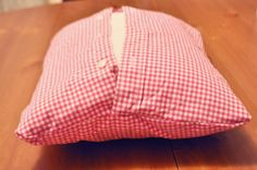 Ducklings In A Row - Hair + DIY Tutorials: DIY Pillows Made from Daddy's Shirts. Great memory pillow for someone who passed. Sewing Hacks, Sewing Crafts, Sewing Projects, Sewing Ideas, Sewing Tutorials, Sewing Patterns, Diy Crafts, Sewing Pillows, Diy Pillows