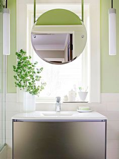What an interesting arrangement, great for natural light while you're looking in the mirror