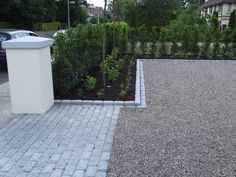 12-driveway-gravel-pebble-cobble-apron-cobbles-setts-plastered-garden-pier-wall-capping-landscapers-planting-hedging-landscaping-company-landscape-gardener-entrance-hedging-east-sussex.JPG (1024×768)