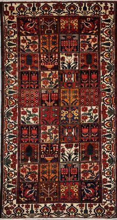 """Su nombre significa """"gente con suerte"""". Una tribu mayormente establecida al Occidente de Iran la cual es conocida por sus alfombras tejidas con segmentos llenos de jardines de flores con brillantes coloridos. de jardines con ramilletes de flores. Los tapetes pueden ser simples con las bases tejidas en algodon (tapetes de aldeas) o con tejidos dobles con bases de lana (tapetes de nomadas)."""