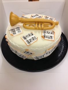 Trumpet cake Bike Cakes, Music Cakes, Music Themed Parties, My Birthday Cake, Let Them Eat Cake, Food For Thought, How To Make Cake, Cake Decorating, Wedding Cakes