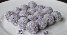 LCHF Blueberry Cheesecake Bliss Balls