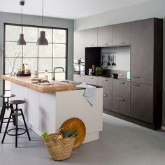 Luxury Kitchen Design, Luxury Kitchens, Home Interior Design, Home Kitchens, Kitchen Flooring, Kitchen Countertops, Fall Kitchen Decor, Rustic Kitchen Island, Beautiful Kitchens