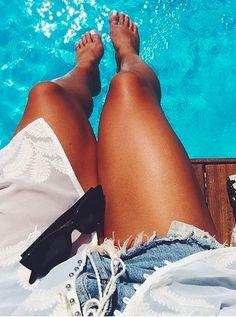 x Those legs....that tan! <3