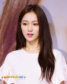 Asian Celebrities, Asian Actors, Korean Actresses, Japanese Beauty, Asian Beauty, Beauty Makeup, Hair Makeup, Lee Sung Kyung, Kim Go Eun