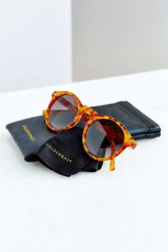 Goldendaze Round Sunglasses - Urban Outfitters