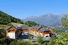 Gelegen bij de ingang van de plaats Saint-François Longchamp ligt Club Hameau de Saint-Francois. Ideaal voor een heerlijke vakantie in de bergen. Het ligt naast het zwembad en op 1 km van het centrum. 500 m van een paar restaurants en winkels. Het is gelegen in een prachtige, bergachtige omgeving. Saint-François-Longchamp heeft een prachtig panorama op de bergen.Gelegen aan de voet van de beroemde Col de la Madeleine, vaak bereden door de renners van de Tour de France. Officiële categorie…