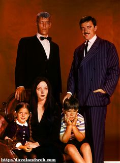 A promotional puicture of TV's The Addams Family, starring Carolyn Jones (Morticia Frump Addams, John Astin (Gomez Addams), Ted Cassidy (Lurch), Ken Weatherwax (Pugsley) and Lisa Loring (Wednesday) The Addams Family Cast, Addams Family Tv Show, Adams Family, Ted Cassidy, John Astin, Carolyn Jones, Family Poster, The Munsters, Old Shows
