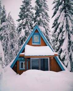 Are you ready for winter nesting? (Read: #cuffingseason) Photo by @ianandrewnelson #outdoor #liveauthentic #livefolk @folkmagazine