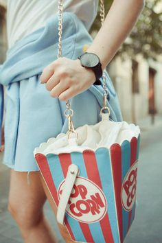 Street Style: The Urban Girls Popcorn bag! Unique Purses, Unique Bags, Corn Bags, Kawaii Bags, Creative Bag, Novelty Bags, Cute Backpacks, Purse Styles, Girls Bags