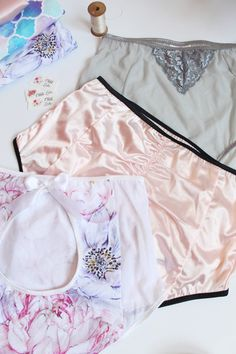 *** PLEASE NOTE! This listing is for a SEWING PATTERN, not actual lingerie. If you would like me to make you some lingerie, please visit my lingerie shop on Etsy! https://www.etsy.com/shop/ohhhlulu *** The Ultimate Burlesque Panties offer the vintage-look of high waist panties, but with modern and flattering high cut legs and three back variations. The 4-panel construction allows you to experiment with interesting colour, fabric, and print combinations. This pattern offer...