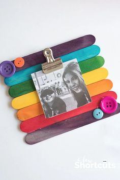 This easy kids craft is so much fun! Learn how to make a DIY Popsicle Stick Picture Frame quickly and easily. Add magnets to stick it on the fridge! # DIY Gifts with pictures DIY Popsicle Stick Picture Frame - Kids Craft Mothers Day Crafts For Kids, Diy Mothers Day Gifts, Easy Crafts For Kids, Diy For Kids, Crafts To Make, Craft Kids, Creative Crafts, Children Crafts, Morhers Day Crafts