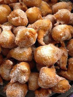 Buñuelos (or Bimuelos) with Honey – Sephardic Hanukkah Donuts Jewish Recipes, Mexican Food Recipes, Dessert Recipes, Spanish Desserts, Just Desserts, Kosher Recipes, Cooking Recipes, Kosher Meals, Mexican Bunuelos Recipe