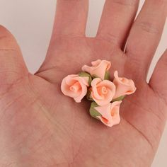 Edible Gumpaste Peach Tiny Roses No Wire sugarflower cake toppers and cake decorations perfect for cake decorating fondant cakes and cupcake at home.  No more making your own sugarflowers.  Simply purchase them readymade and place them on your cakes instantly.    CaljavaOnline.com #caljava #fondx
