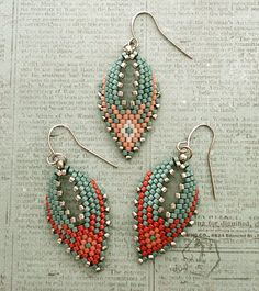 Linda's Crafty Inspirations: Russian Leaf Earrings - Aqua & BerryYou can find Earrings inspiration and more on our website.Linda's Crafty Inspirations: Russian L. Seed Bead Bracelets, Seed Bead Jewelry, Seed Bead Earrings, Leaf Earrings, Diy Earrings, Hoop Earrings, Jewelry Bracelets, Diy Jewelry, Jewelry Ideas