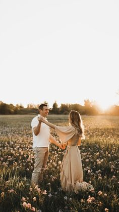 Field Engagement Photos, Outdoor Engagement Photos, Engagement Photo Outfits, Dresses For Engagement Pictures, Fall Photo Shoot Outfits, Engagement Session, Couple Photoshoot Poses, Couple Photography Poses, Engagement Photography