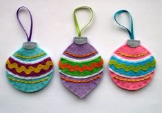 Explore our collection of DIY felt ornaments. Felt is a unique material for homemade Christmas ornaments so take advantage of our list and learn how to make a Christmas ornament today. Christmas Ornament Crafts, Christmas Baubles, Felt Ornaments, Christmas Projects, Felt Crafts, Holiday Crafts, Christmas Crafts, Ornament Tree, Office Christmas