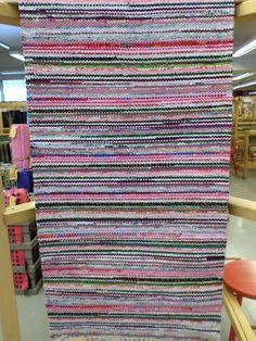 Kankurin Ilon mattohuutokauppa: Jäätelökesä Rag Rugs, Recycled Fabric, Rug Hooking, Woven Rug, Scandinavian Style, Making Ideas, Bohemian Rug, Pattern Design, Hand Weaving