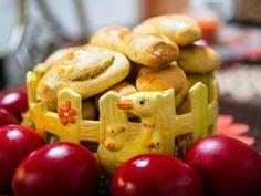 Τα Μυστικά της Παν..ωραίας: Σου έχω σούπερ συνταγή για παραδοσιακά, αφράτα, αρωματικά, πορτοκαλένια, πασχαλινά κουλουράκια!! Apple, Fruit, English, Food, Painting Abstract, Bakken, Apple Fruit, Essen, English Language