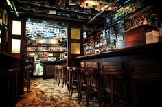Nice shot of @deadrabbitnyc one of our favorite bars we did in NYC. #custom #woodwork #wood #design #interior #handcrafted #furniture #homedecor #contractor #instahome #homeconstruction #carpenter #construction #constructiontools #architecture #generalcontractor #architect #homebuilding #customhome #brooklyn #millwork #capentry #customwoodwork de ellewoodworking