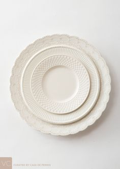Elegantly embossed, imprinted and decorated ironstone and porcelain in varying patterns and contrasting textures. Farmhouse Dinnerware, White Dinnerware, Dinnerware Sets, White Dishes, White Plates, Vintage China, Vintage Pyrex, Retro Vintage, Dinner Sets