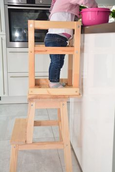 Build the Learning Tower yourself - our guide to the Ikea Hack - Ikea DIY Ikea Sofa, Diy Sofa, Ikea Furniture, Woodworking Furniture, Woodworking Tips, Ikea Hack Learning Tower, Rocking Chair Makeover, High Back Dining Chairs, Swivel Rocker Recliner Chair