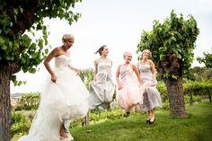 Wedding reportage sul Lago di Garda. Una location per matrimoni tra le colline. Guarda le fotografie del matrimonio a Villa Arcadio di Emmi e Andreas.
