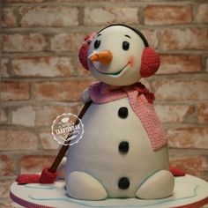 Snowman on Cake Central Cake Cookies, Cupcake Cakes, Cupcakes, Winter Christmas, Christmas Cakes, Gravity Defying Cake, Pig Roast, Pig Birthday, Cake Central